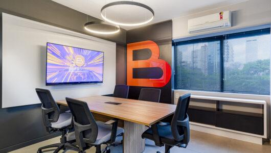 Sala de Reunião do escritório da franquia Bora Brasil.