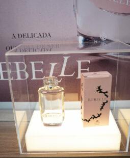 Expositor de lançamentos da loja de cosméticos Hinode